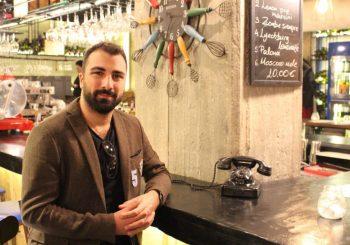 Pazar Kahvesi'nin bu haftaki konuğu, Atina'nın heyecanla beklenen ismi; Ardacan Algan...
