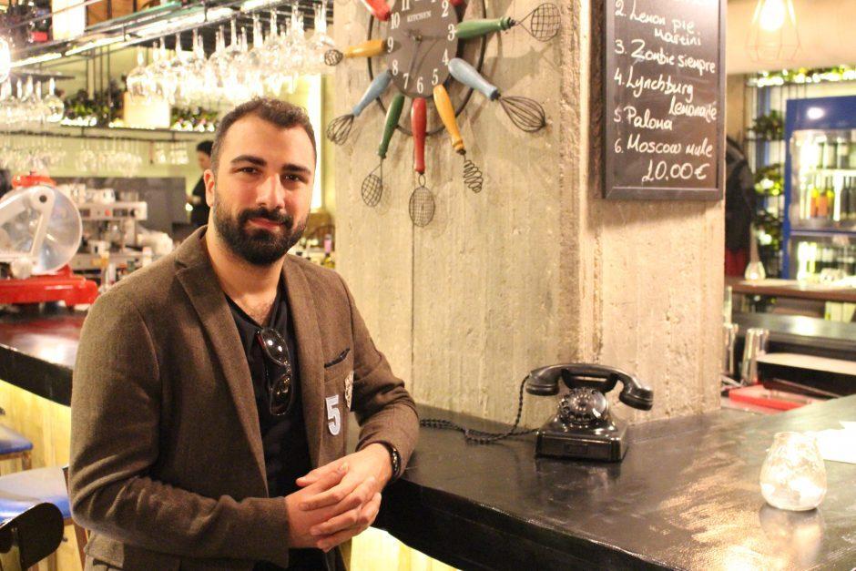 Pazar Kahvesi'nin bu haftaki konuğu, Atina'nın heyecanla beklenen ismi; Ardacan Algan…