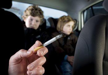 Genelge onaylandı. Arabada çocuk varken sigara içmenin cezası Bin 500 Euro